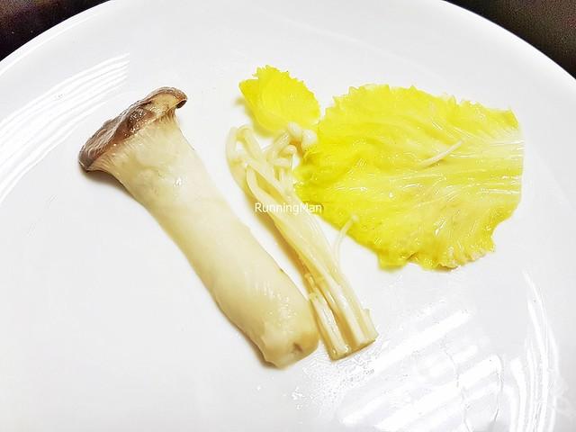 Napa Cabbage, Golden Mushrooms, King Trumpet Mushrooms