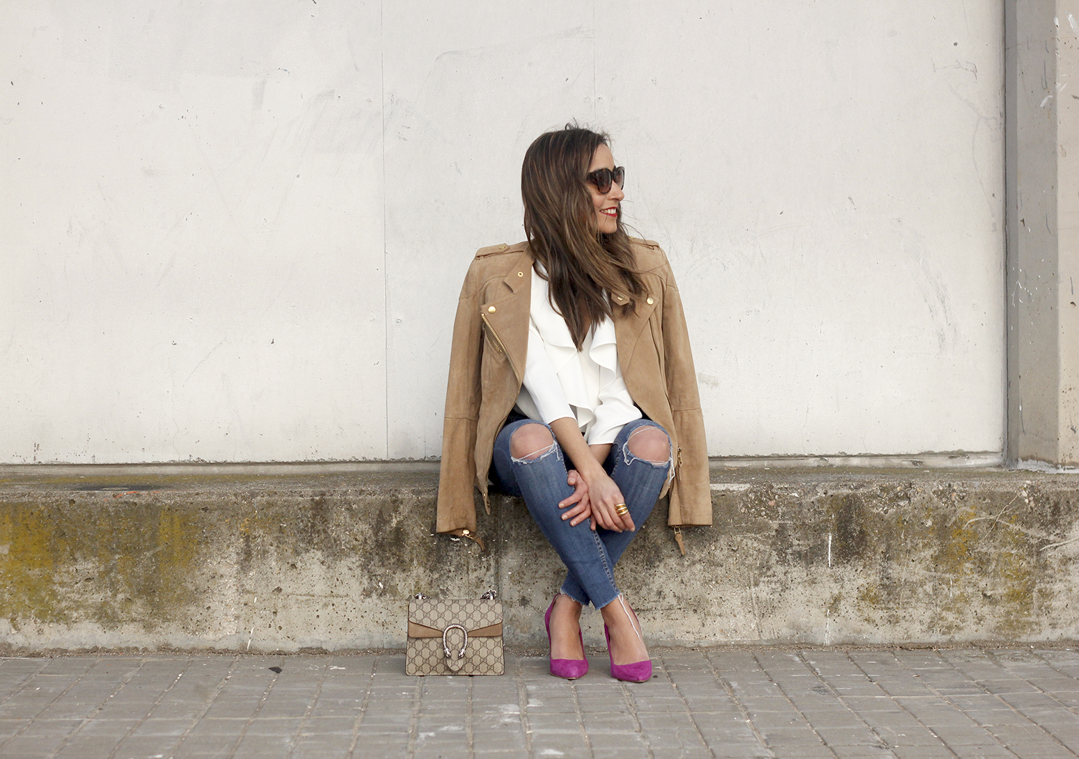 suede jacket ripped jeans Ruffled blouse carolina herrea heels gucci bag Madrid fashion week outfit16