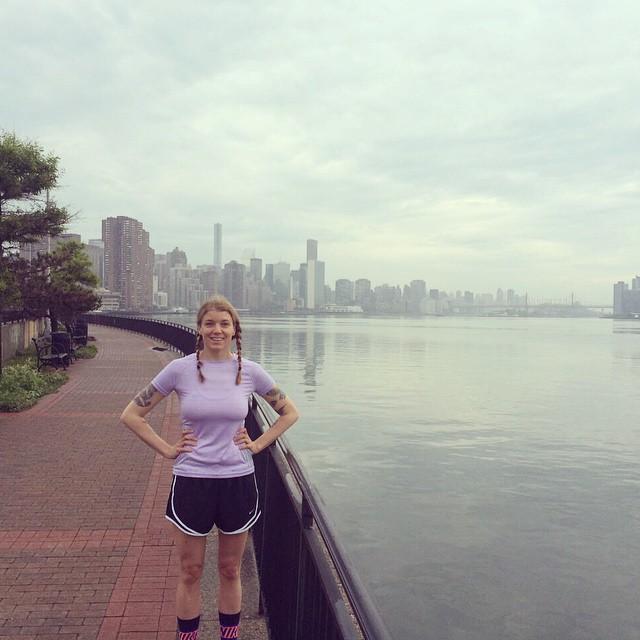 Började dagen klockan sju med en tur längs vattnet ner till Williamsburg bridge och tillbaka. ✌️