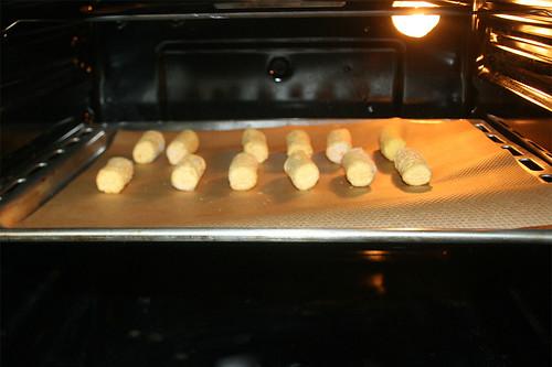 38 - Kroketten in Ofen schieben / Put croquettes in oven