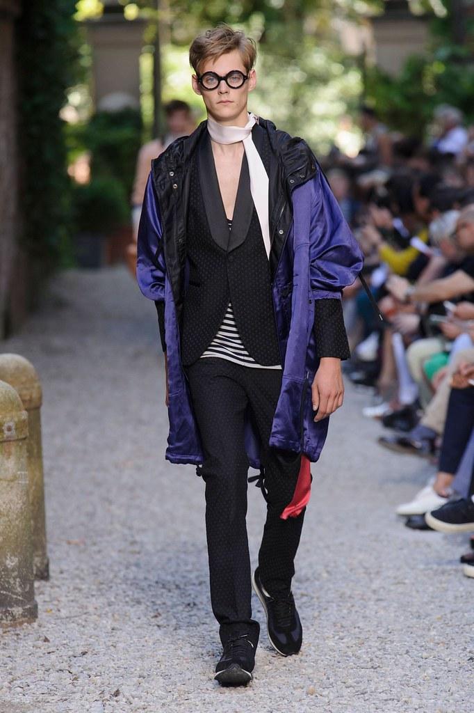 SS16 Milan Andrea Pompilio031_ (fashionising.com)