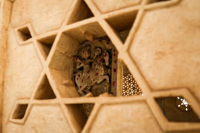 Star-shaped small window of a royal cenotaphs in Bada Bagh, Jaisalmer, India ジャイサルメール バダ・バーグ 星型の小窓