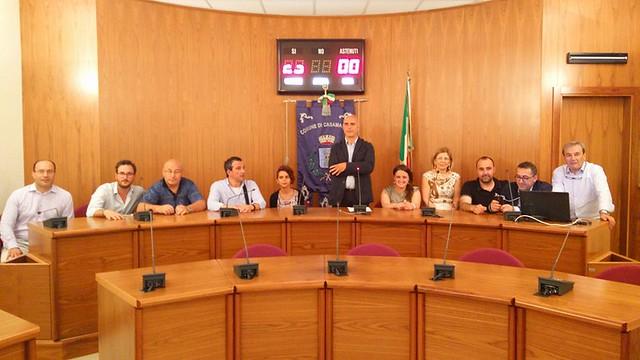 La maggioranza attorno al sindaco Cessa durante il primo discorso via web