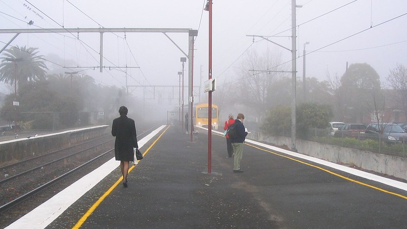 Glenhuntly station in the fog, June 2005
