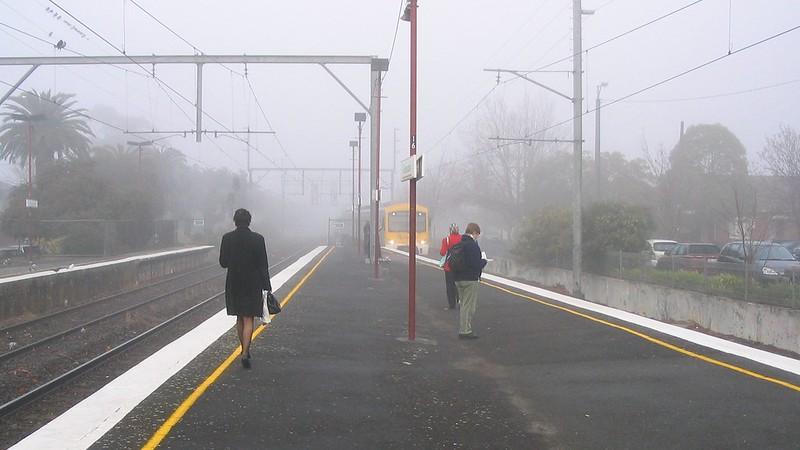 Glenhuntly station in the fog, June 2005
