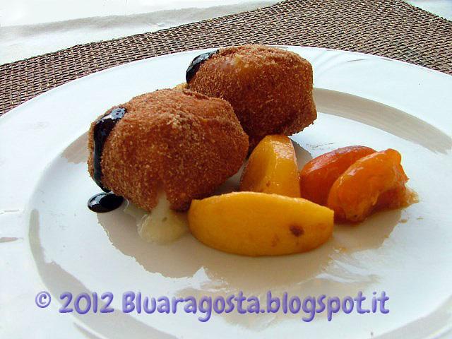 01-cubi di taleggio fritto con pesche caramellate