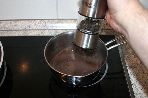 62 - Sauce mit Pfeffer & Salz abschmecken / Taste sauce with salt & pepper