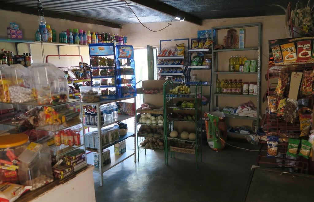 El 'Mini Market' Miguelito, per dins.