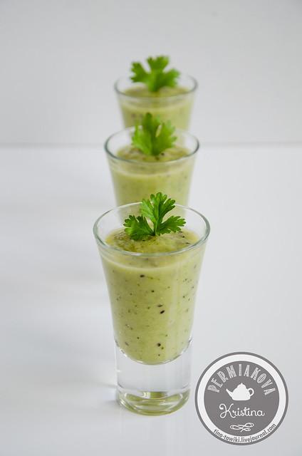Зеленый смузи с брокколи и яблоком