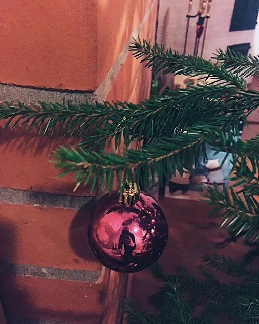 JoulukuusiJoulukoriste, joulukuusi, aito, genuine, tuoksu, scent, vihreä joulukuusi, green christmas tree, christmas tree, joulu, christmas, joulu koristeet, christmas decoration, joulupallo, koristepallo, christmas ball, decor ball, inspiration, ideas,