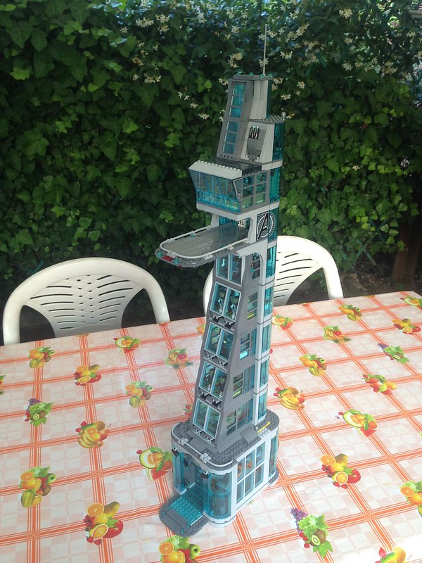 MOC Avengers Tower By TheMomiX - LEGO Licensed ...