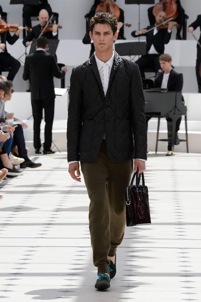 SS16 London Burberry Prorsum009_Arthur Gosse(fashionising.com)