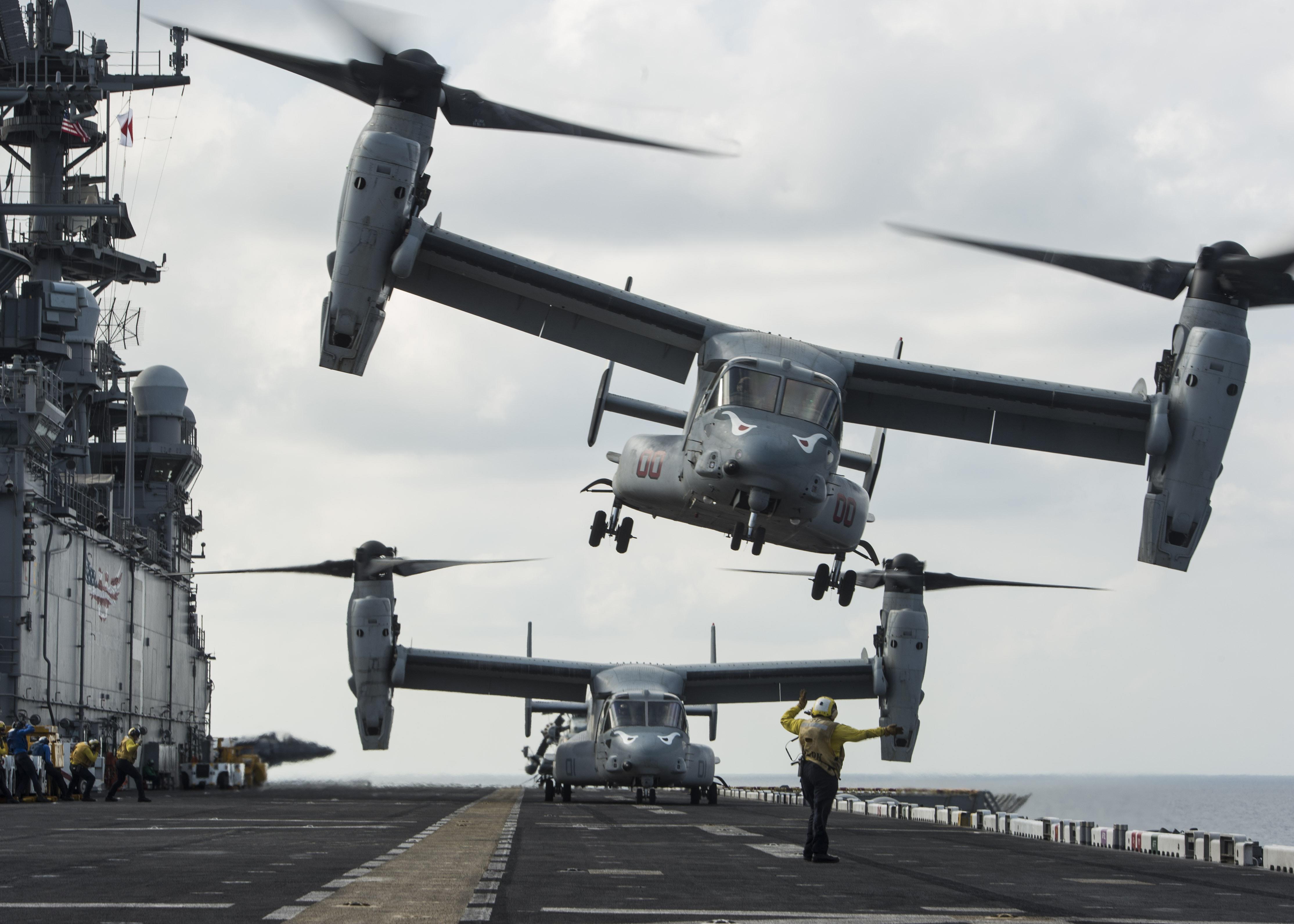 Navy Aircraft : F18 Hornet & Super Hornet - E-2 Hawkeye ... - Page 2 32780875851_46e5f35738_o