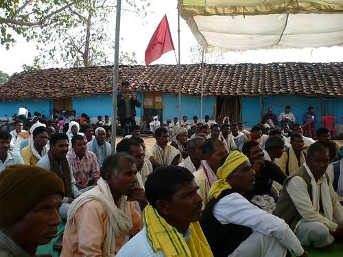 चुटका परियोजना के खिलाफ विरोध प्रदर्शन में शामिल ग्रामीण