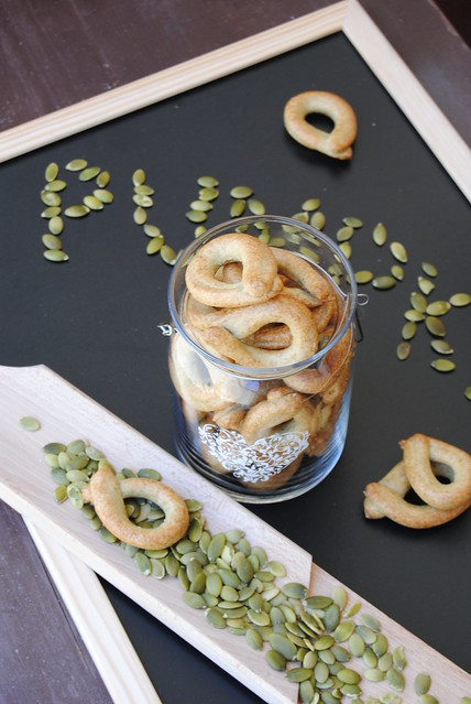Taralli with pumpkin seeds