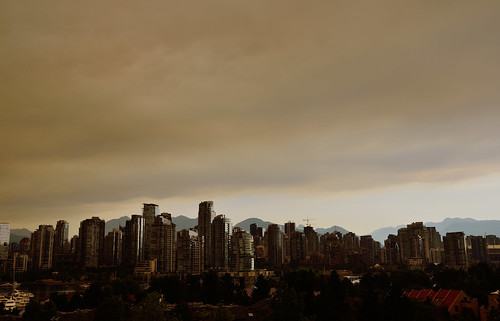 wildfires smoke invading Vancouver, 08:21 on July 5th, 2015