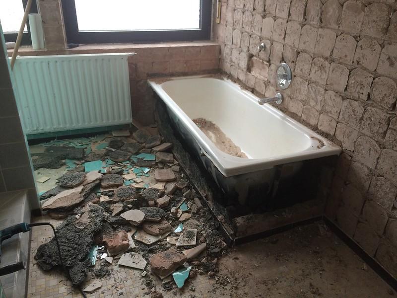 badsanierung fbh badewanne vergr ern aussparung bodenplatte. Black Bedroom Furniture Sets. Home Design Ideas