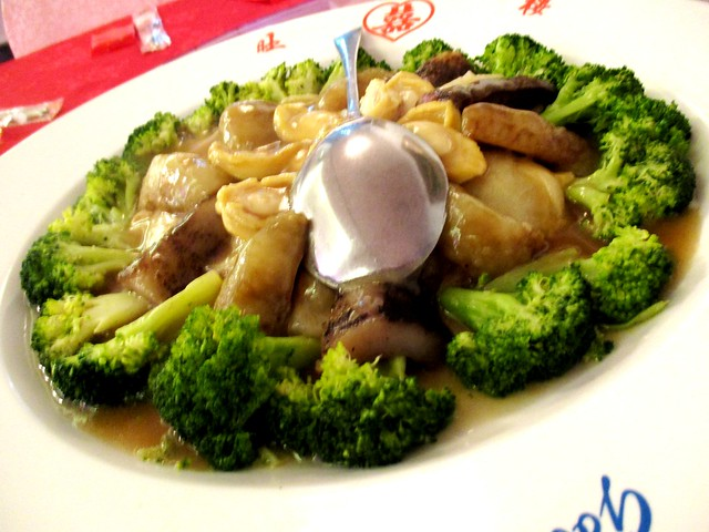 Brocolli sea cucumber with abalone