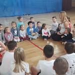 Przedszkolaki w szkole z II J