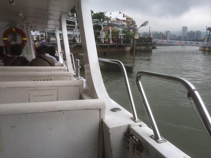 淡水川渡し船に乗船