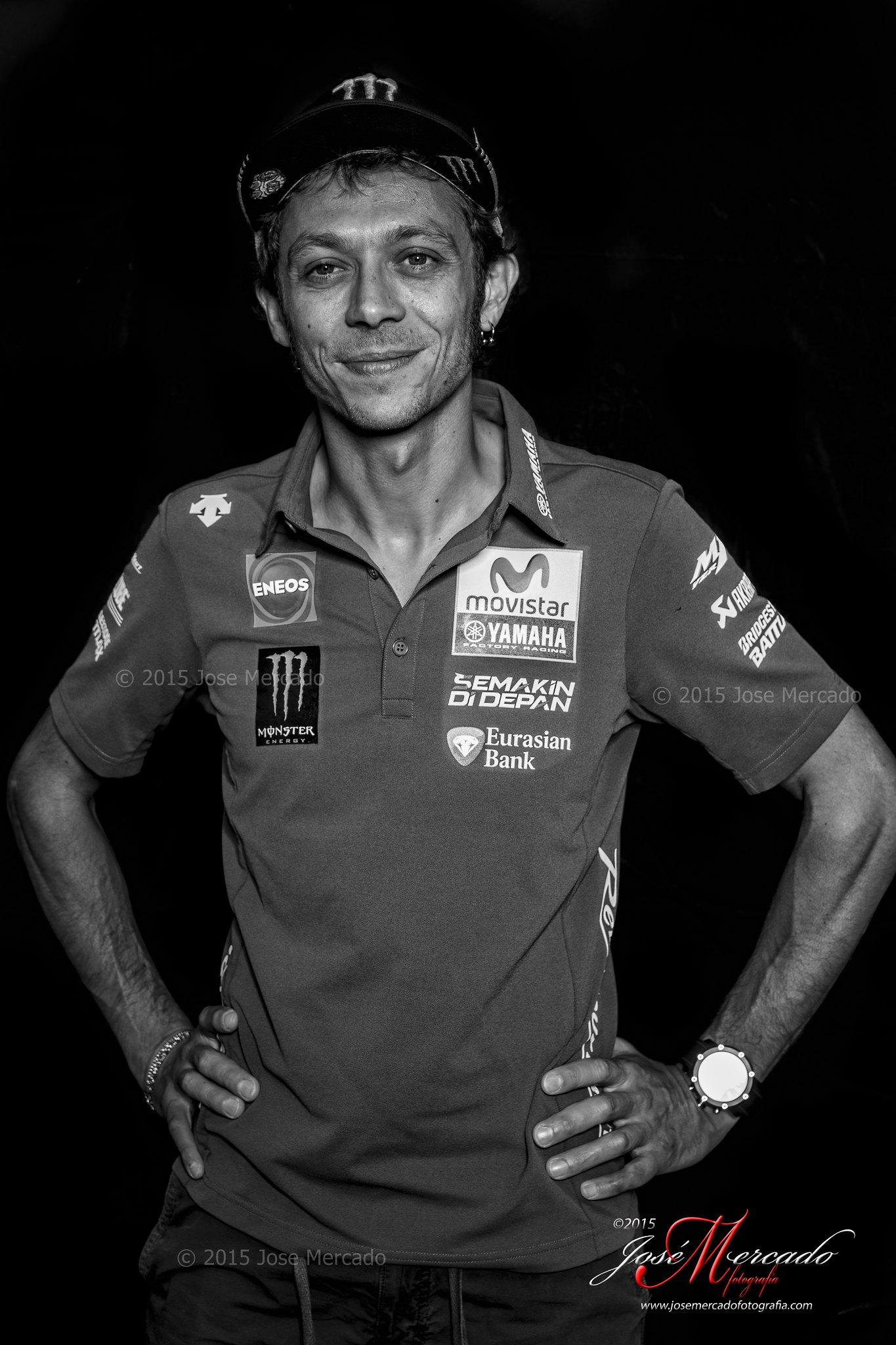 Foto al 7 veces campeón del mundo de #motoGP Valentino Rossi. Con mi #Sony #A99 y mi equipo de iluminación #Profoto #B1 Asistente Ramón Casamayor. Circuit de Catalunya.