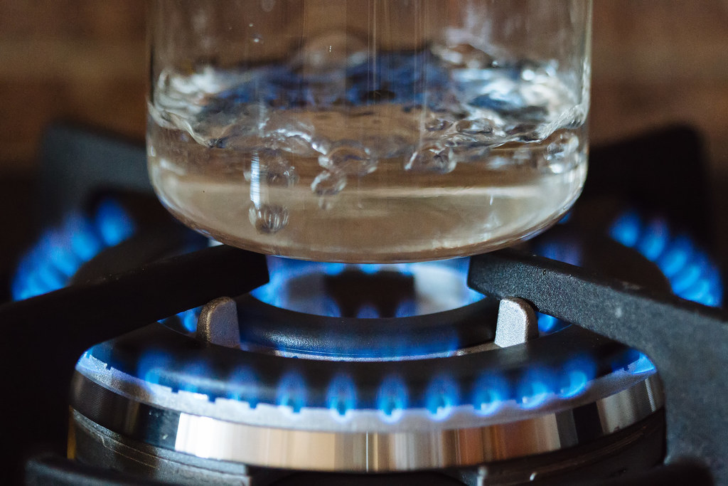 Boiling water | Glass kettle with boiling water on a gas ...