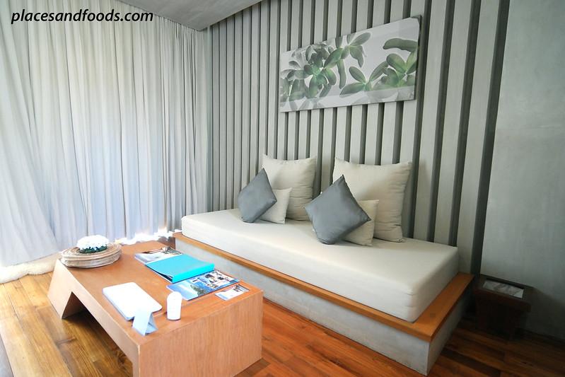 casa de la flora living room