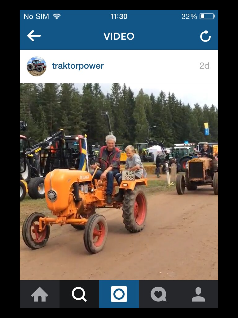 Встреча любителей старой техники гд-то в Швеции. Маленький тракторик, да ещё и оранжевого цвета = мечта!