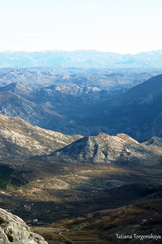 Вид с дороги на горы
