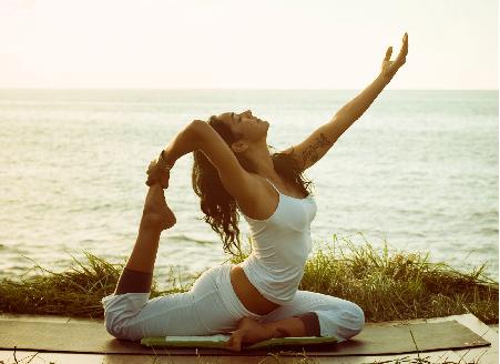 mua-yoga-giup-nguoi-benh-parkinson-giam-chung-mat-ngu
