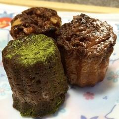 le goûter : daniel cannelés (matcha, fig walnut & blueberry coconut) #daniel #lucua #osaka #japan #legoûter #cannelés #nofilter