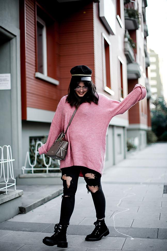 maxi-jersey-rosa-hm-pantalones-rotos-botas-terciopelo-stradivarius-carmen-acosta-streetstyle6