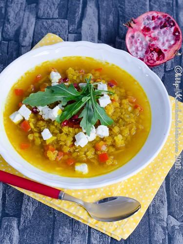 Gelbe Linsensuppe mit Feta und Granatapfelkernen (1)
