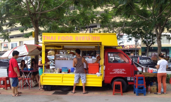 thai-food-yellow-truck-kepong