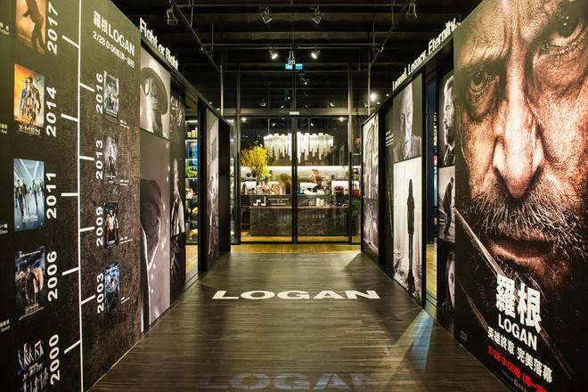 #MercedesBenzPopUpTaipei 品牌概念館及二十世紀福斯影業為向休·傑克曼致敬,特於館內一隅舉辦《羅根》電影攝影特展。