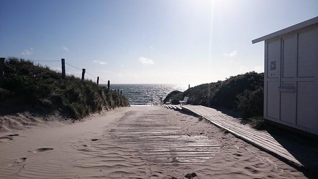 Strandaufgang auf Sylt in der Abendsonne.