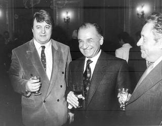 Pupincuristul Elenei Ceausescu, Vadim Tudor, avea si certificat de revolutionar