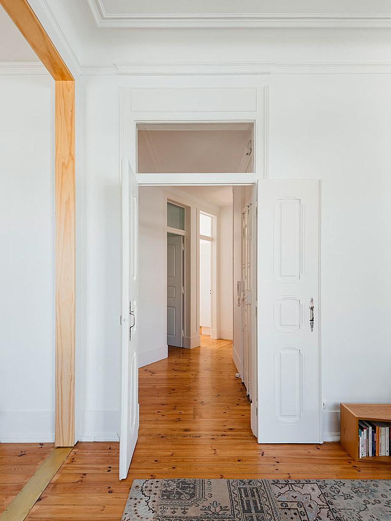 Classic apartment interior in the Lisbon Sundeno_05