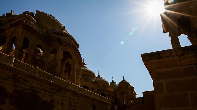 Silhouette of royal cenotaphs in Bada Bagh, Jaisalmer, India ジャイサルメール バダ・バーグのシルエット