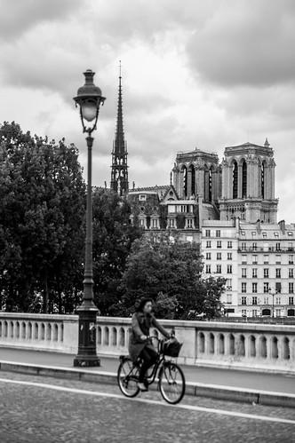 A vélo le long de la Seine