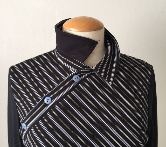 black stripe top collar view