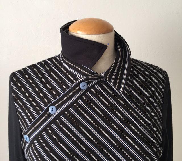 black stripe top collar view