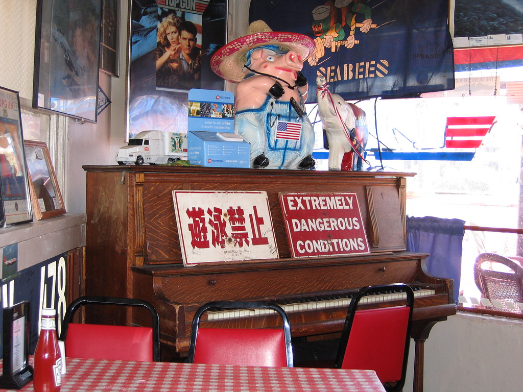 Top Gun piano at KC BBQ | This is the piano on which Goose ...