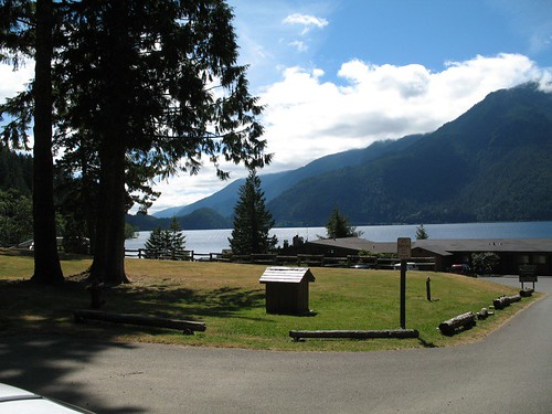 Lake crescent cabins lake crescent in the olympics wa for Log cabin resort lago crescent wa
