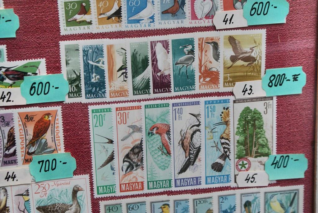 J'ai aussi une collection de timbres à côté de ma collection de cartes postales. Je suis vraiment quelqu'un de très fun.