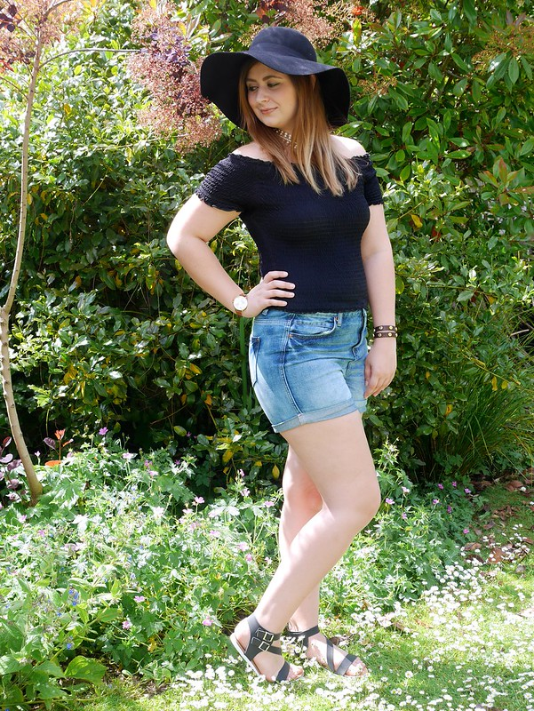 uk fashion lifestyle blogger laurenella outfit post denim shorts summer