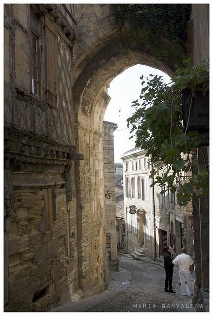 Saint Emilion - La porte et la maison de la cadene