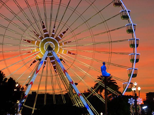 la grand roue de Nice , la nuit