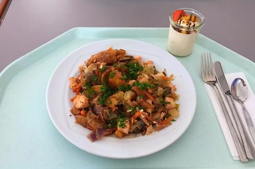 Potato vegetable fry with fish & seafood / Kartoffel-Gemüsepfanne mit Fisch & Meeresfrüchten