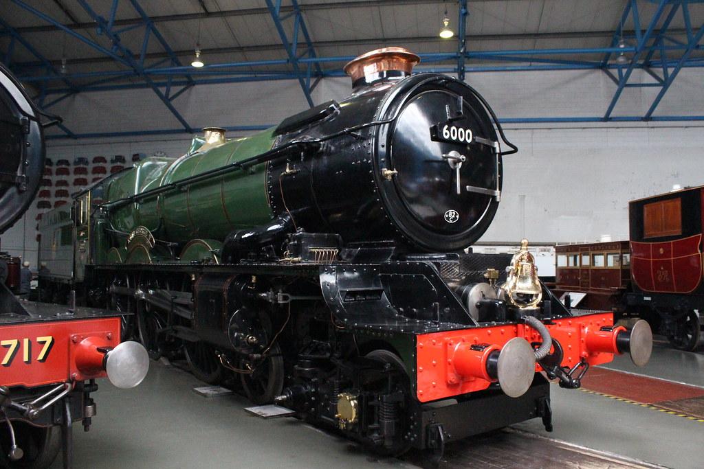 【英国】日立の新鉄道車両を披露 英鉄道会社、女王も乗車…「クイーン・エリザベス二世」と名付けられた特別仕様車 [無断転載禁止]©2ch.net->画像>62枚